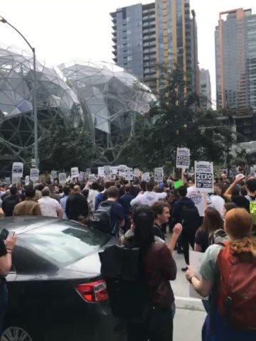 Thousands of tech workers fighting for climate action descend on Amazon HQ - Top Tweets Photo