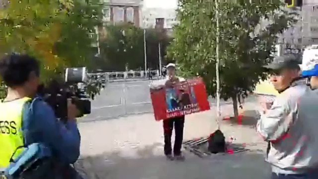"This unknown (yet) peaceful protester came from #Karaganda to the capital - #Astana: ""How long we are going to tolerate Nazarbayev's regime?"" Main demands today: ""No #ChineseExpansion! Free #political_prisoners! #Nazarbayev, leave!""pic.twitter.com/EdrEVlW8M9"