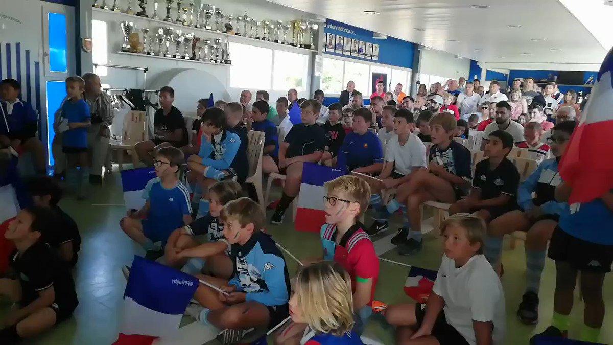 🇲🇫🇦🇷 Revivez les dernières secondes de la victoire des Bleus avec lEcole de Rugby du CS Villefranche Rugby! Que démotions ! Merci les Bleus 🙏 #NeFaisonsXV #RWC2019 #FRAvARG