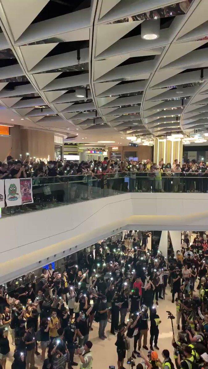 Glory to Hong Kong  at Yoho Mall, signing two months from the infamous triads attack of 7.21 #yohomall #yuenlong #homgkong #hongkongprotest #5DemandsNot1Less #5DemandsNotOneLess #hk #freedom #GloryToHongKongpic.twitter.com/SlUAuw23BP