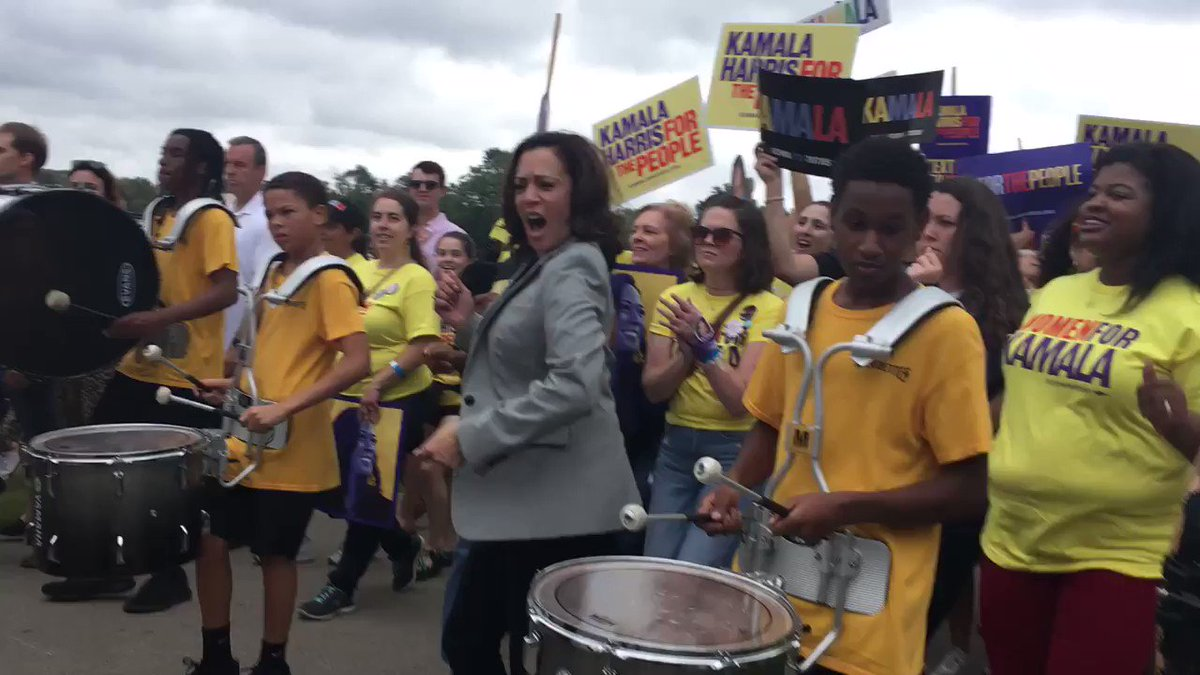 .@KamalaHarris is groovin' out here