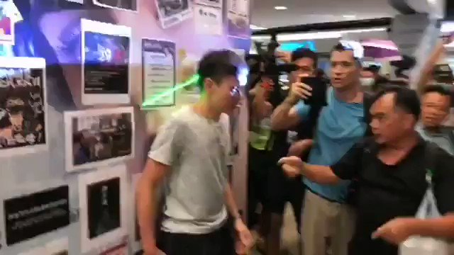 Happening in Shatin in #HongKong right now, #antiELAB rioters continue to beat up anyone holding opposing view, a full 13 min video can find in this FB link: facebook.com/dotdotnewsmedi…