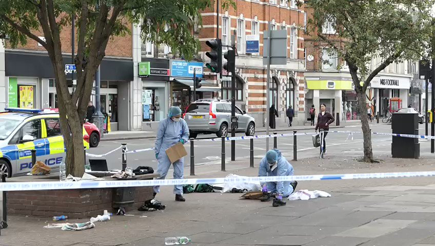 Forensics on site following #Kilburn stabbing, a 16-year-old boy fights for his life. Read more 👉 bit.ly/2moyilj (📹 David Nathan) #LondonStreets | londonstreets.org