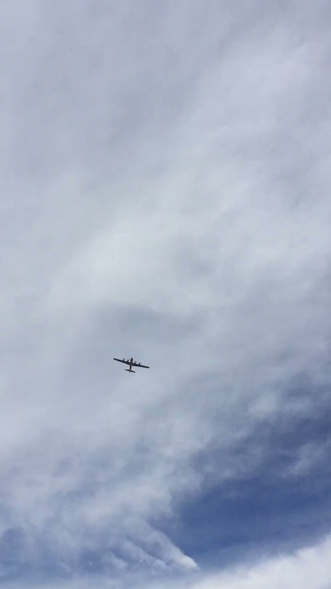 """B29 """"Doc"""" just flew over me in #PorterRanch @Joelo432 @KNX1070"""