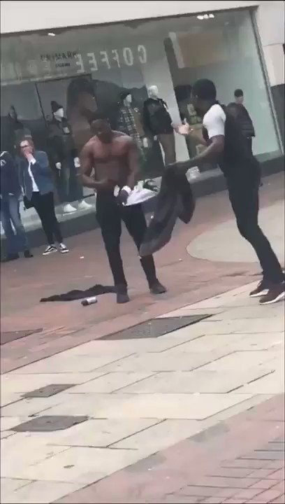 Fight captured via mobile phone on #London street in broad daylight as shocked public walk past... #LondonStreets | londonstreets.org