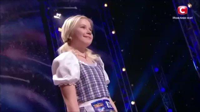 美しい歌声でヨーデルを歌い上げる美少女