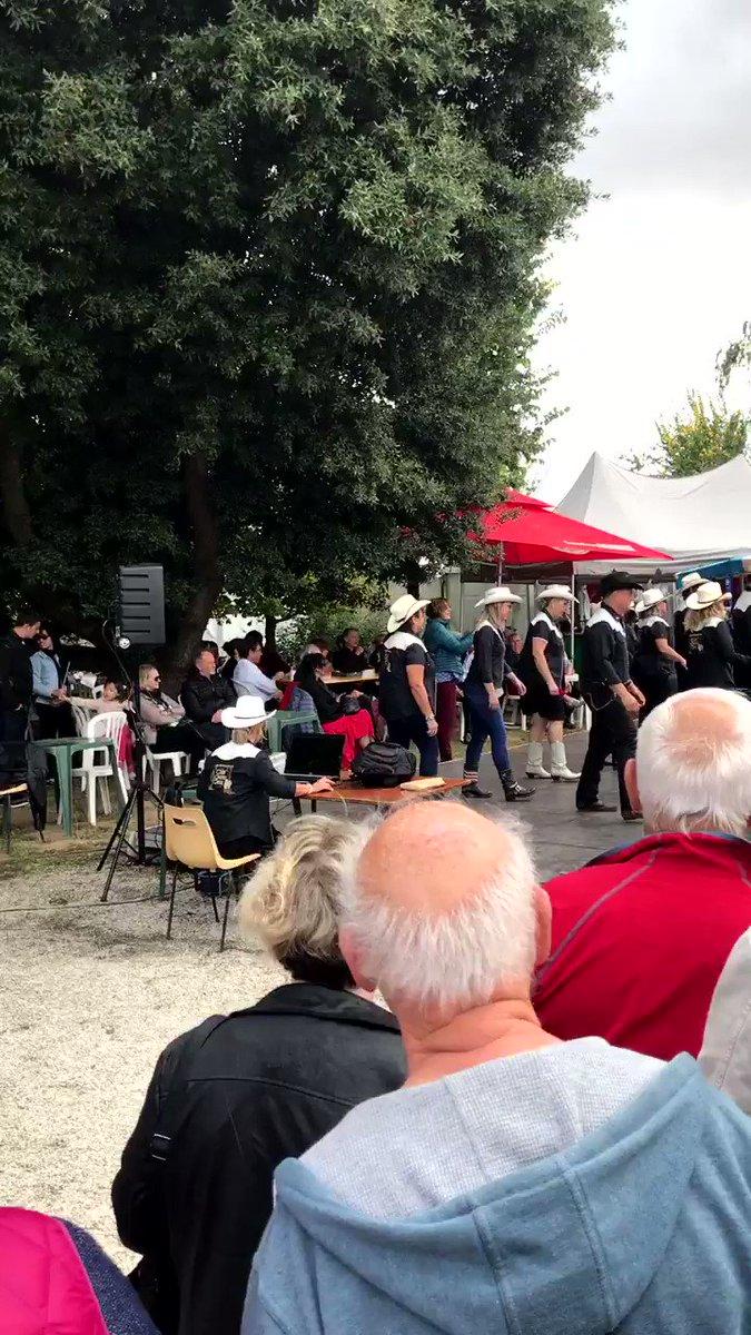 Venez danser la country à la #FoiredeCaen avec Caen Country Dance aujourd'hui et demain de 16h à 18h 🤠 #FoiredeCaen #ParcExpoCaen #Country https://t.co/VJlKA2M7pm