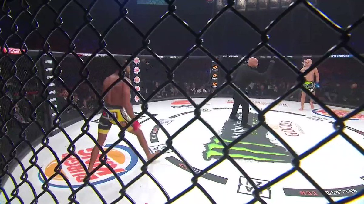 .@ajmckee101 advanced to the next round with this KO at #Bellator228