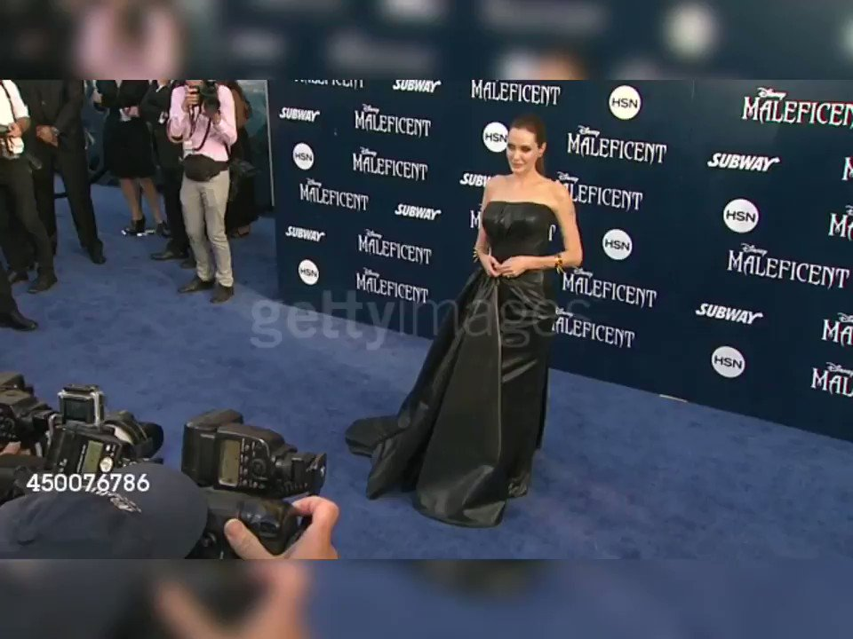 """Ready for Angelina Jolie & the World Premiere Of Disney's """"Maleficent: Mistress Of Evil""""? Flashback to 2014 #GettyVideo & the first premiereMonday📸#MaleficentMistressOfEvil  👉https://bit.ly/2mMWkax#Maleficent2  #AngelinaJolie @joliefans @Maleficent @DisneyStudios @Disney"""
