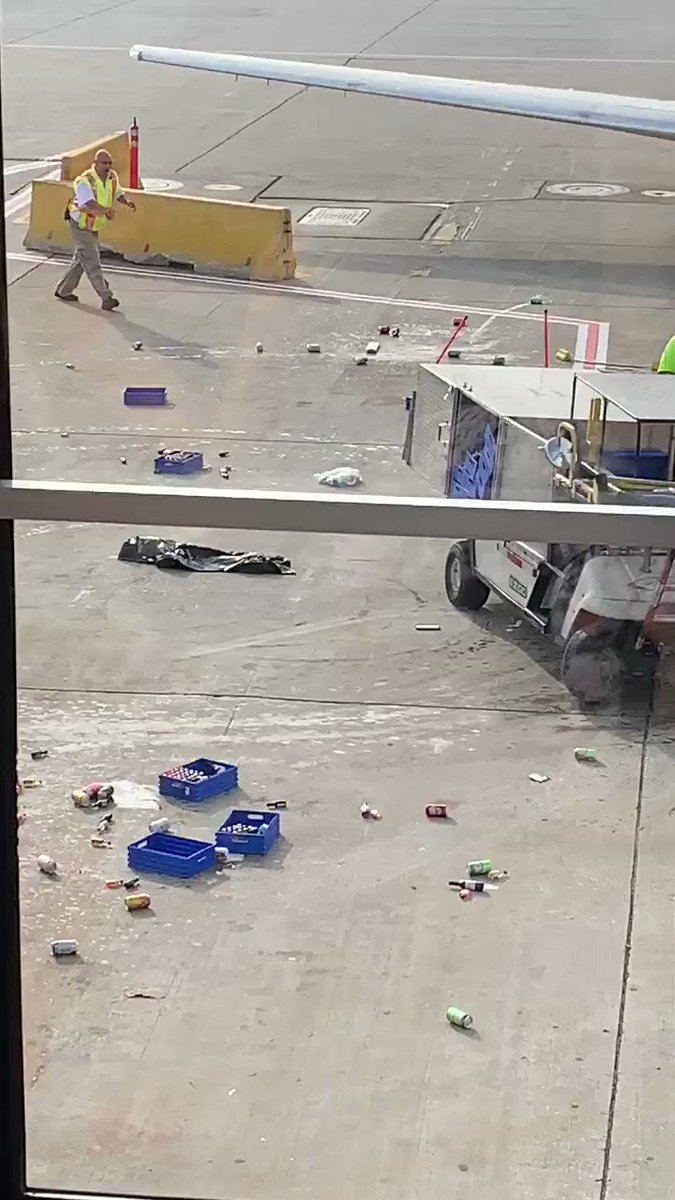 Crazy event at ORD. Heads up safety move by a ramp worker!