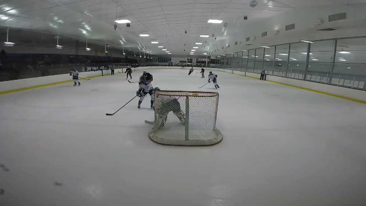 Dickey on the move...BAM! Pull the goalie for offsides? Must be a new strategy 😉 #ghostgoalie @TeamOhioHockey