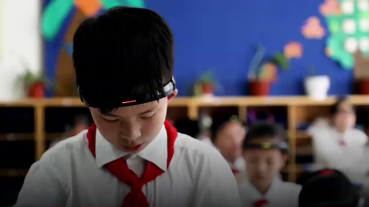 This Chinese school use artificially intelligent headbands to monitor students brains and find out of they are concentrating in class