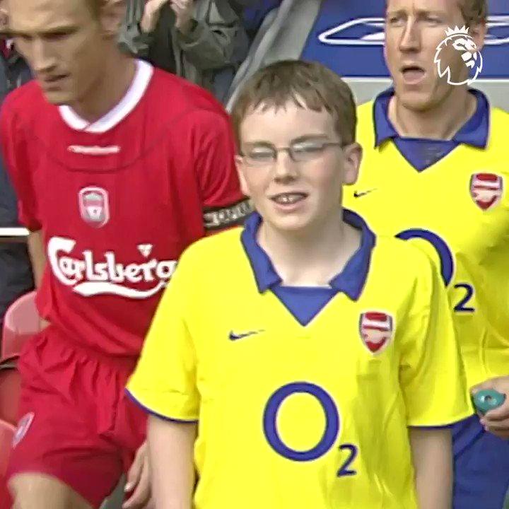 ⚠️ NO apto para hinchas nostálgicos del Arsenal Un día como hoy pero de 2003, Los Invencibles de Wenger vencían 2-1 a Liverpool con un GOLAZO de Robert Pires 🔥⚽