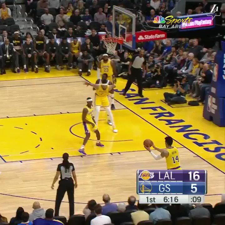 This guy really threw down five dunks in his first quarter as a Laker. @AntDavis23 is something else. (📺: @SpectrumSN & TNT) https://t.co/rlrlMSa8tw