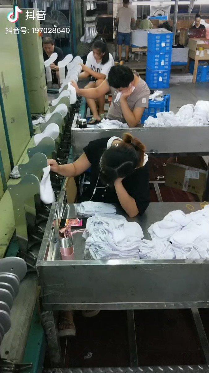 服装自由、ながらスマホもOK、やる気は一切問わない、そんなホワイトな職場です。