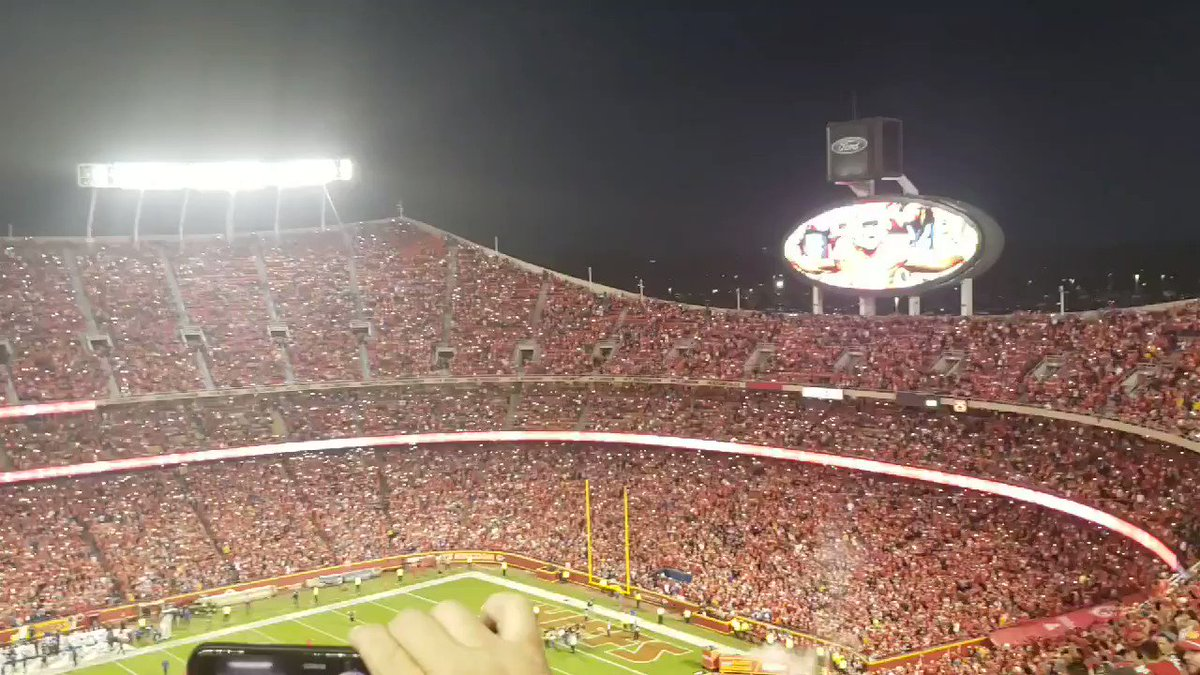 LOOK: Chiefs fans partake in pregame light show