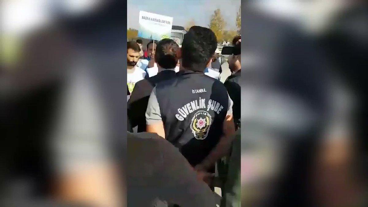 Kaz Dağları için yürüyenlere polis engeli: 8 kişi gözaltına alındı Kaz Dağları'nı savunmak için İstanbul'dan Ankara'ya başlatılan yürüyüşün önü polis tarafından Maltepe'de kesildi. 8 kişi gözaltına alındı. facebook.com/52875051047930…