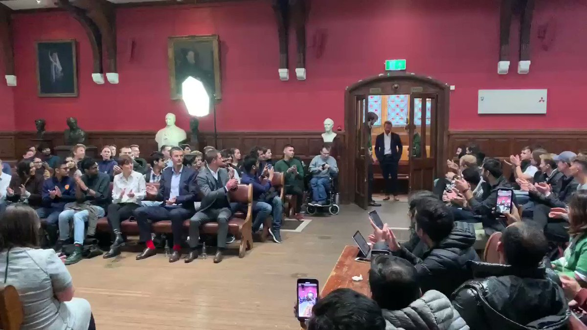 Kane Williamson following in the footsteps of some pretty incredible people who've taken to the stage at Oxford Union. What a great moment for NZ and the @BLACKCAPS #Proud #TaurangaBoys #SteadyTheShip