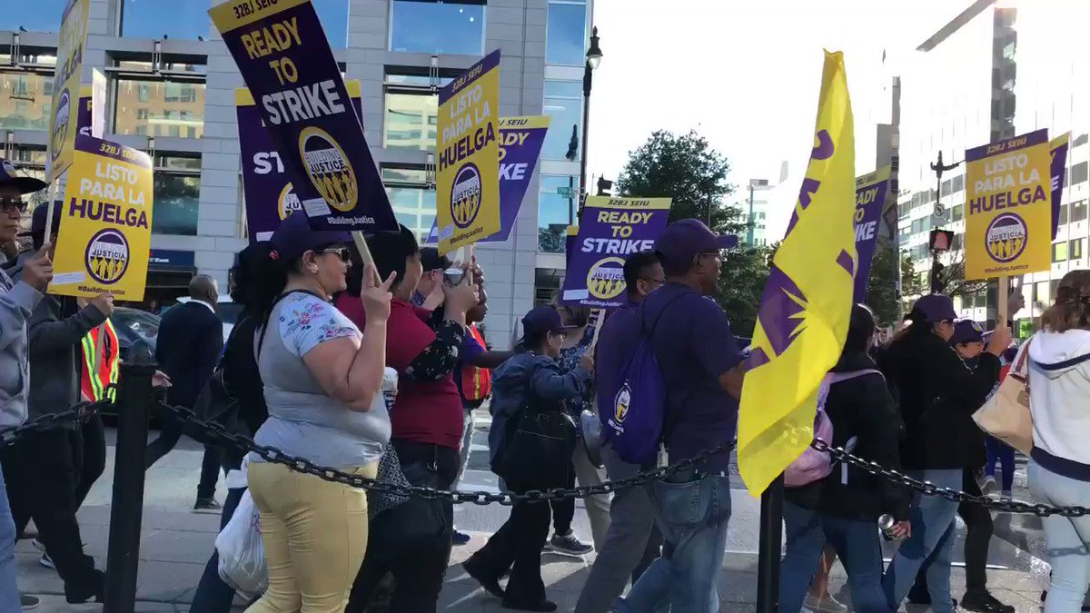 Janitors protest Thursday in rush-hour traffic as labor contract deadline looms