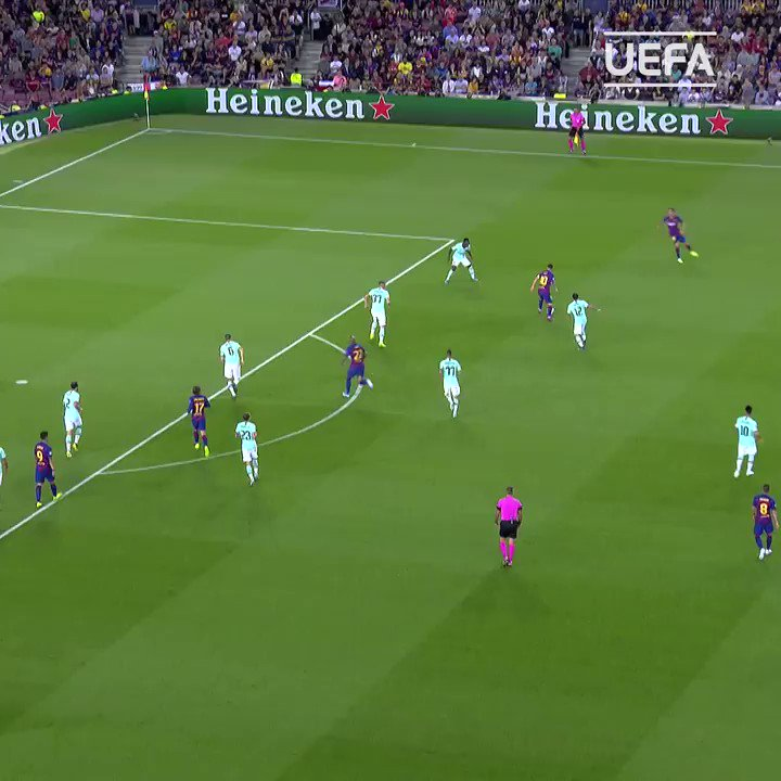The sweetest of strikes from Suárez 😍  🎈 Happy birthday @LuisSuarez9!  🏆2⃣0⃣1⃣5⃣  #UCL | @FCBarcelona