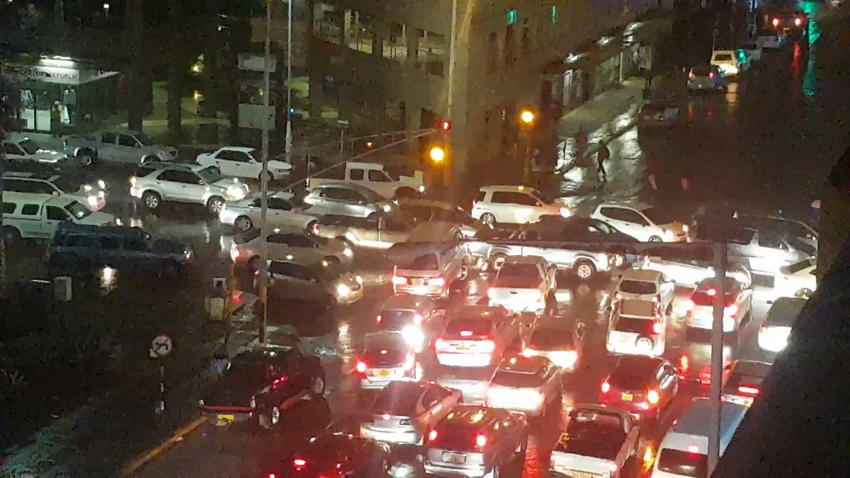 It has just started raining in Harare CBD and all of a sudden motorists start ignoring traffic lights causing unnecessary jams on the streets. A case of indiscipline, probably. #TrafficPatrol