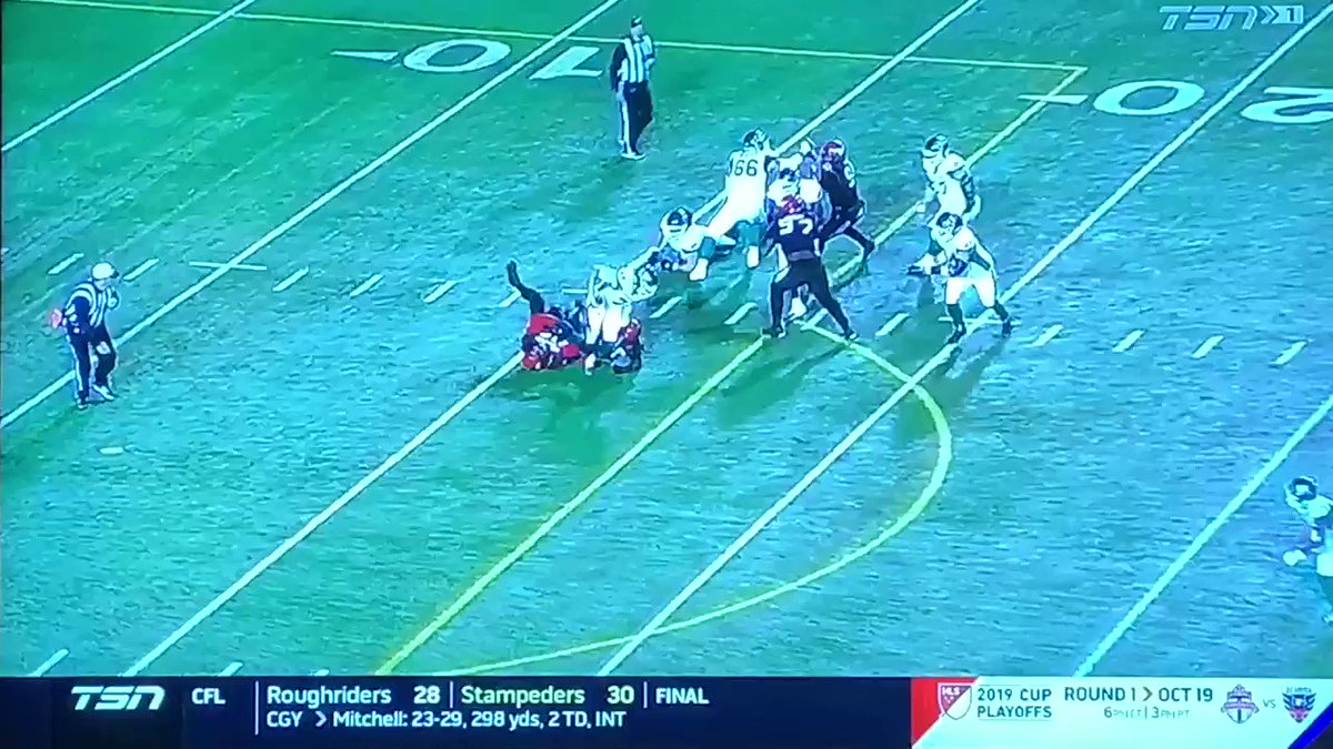 So @calstampeders Bo knows crying? Last I checked I didn't see anyone trying to twist his ankle yet no call on the facemask but they favoured Sask? #BoWillBeFined @CFL @RandyAmbrosie @RodPedersenShow