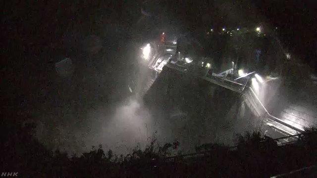 神奈川県は、今後、相模原市にある城山ダムの緊急放流を行う見込みで、放流により相模川などで大規模な水害が発生するおそれがあるとして、流域の住民に命を守る行動を取るよう呼びかけています。城山ダム 午後6時半ごろの映像です。記事はこちらです↓#nhk_video