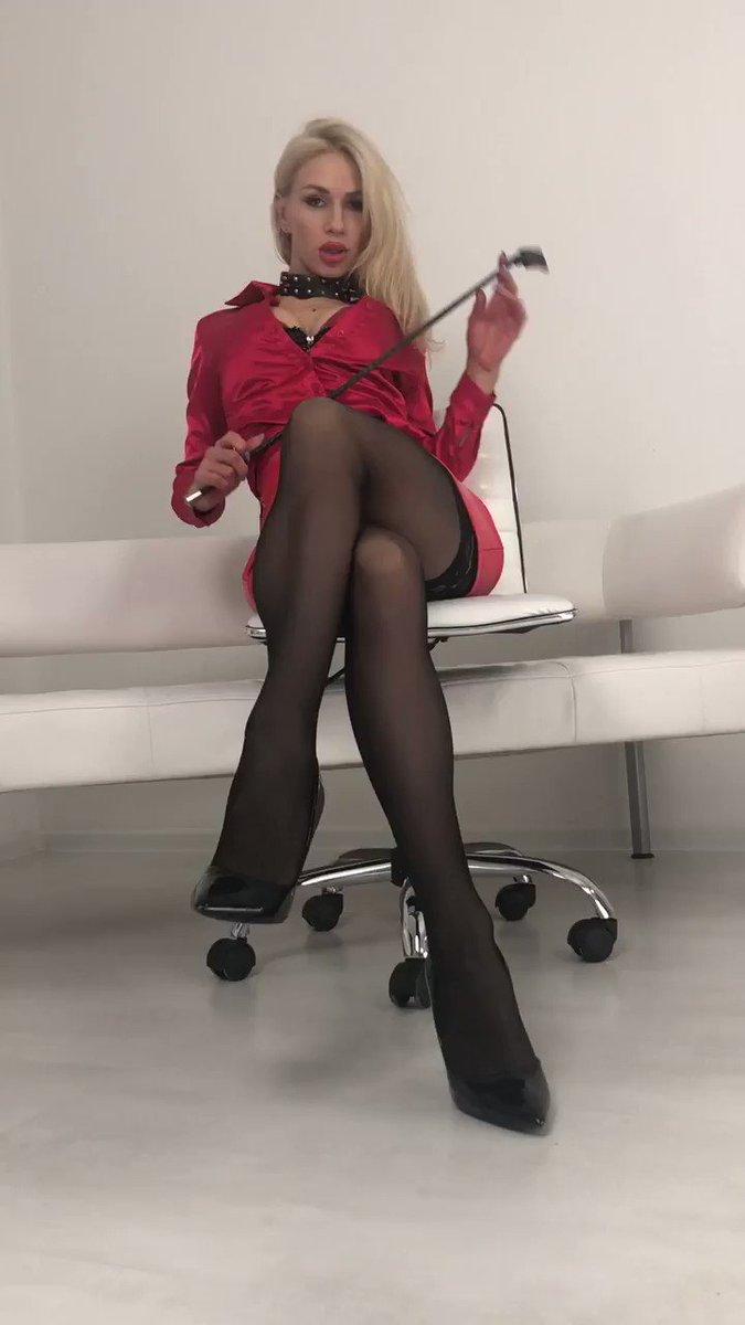 Model - LouisaCream legs