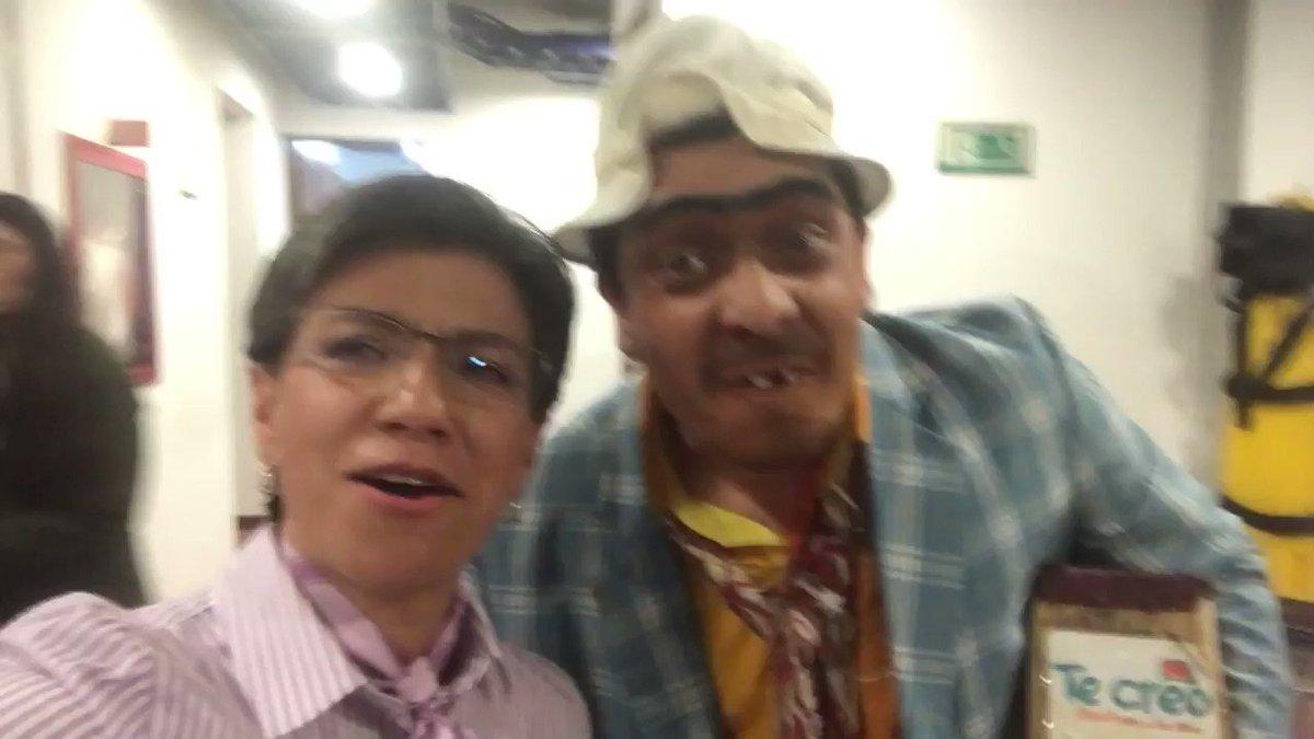 Los invito a divertirnos un rato (léase a reírse a costillas mia) a las 6pm en mi encuentro con @susoelpaspi en @CaracolTV. Que nada nos quite la maravillosa capacidad colombiana de reírnos y burlarnos de nosotros mismos!