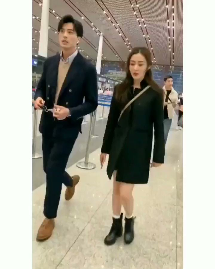20191013 #ZhangTianai & #XuKaiCheng spotted at Beijing Airport  《#YoungAndBeautiful》couple   #CrystalZhang #张天爱 #我的漂亮朋友pic.twitter.com/q7hvofk6go