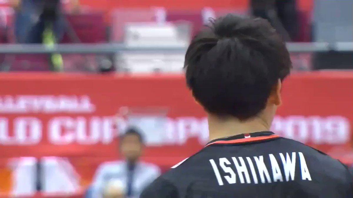 チャレンジで日本の得点になって柳田くんをバックハグする石川くんとそこに飛びついてくる西田くんです