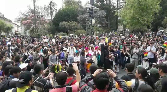 En #Cuenca, #marchaestudiantil y #LaFuerzaDelPueblo nos demuestran que la unión hace la fuerza. Grato homenaje a la lucha de estos 12 días de #ParoNacionalEC.