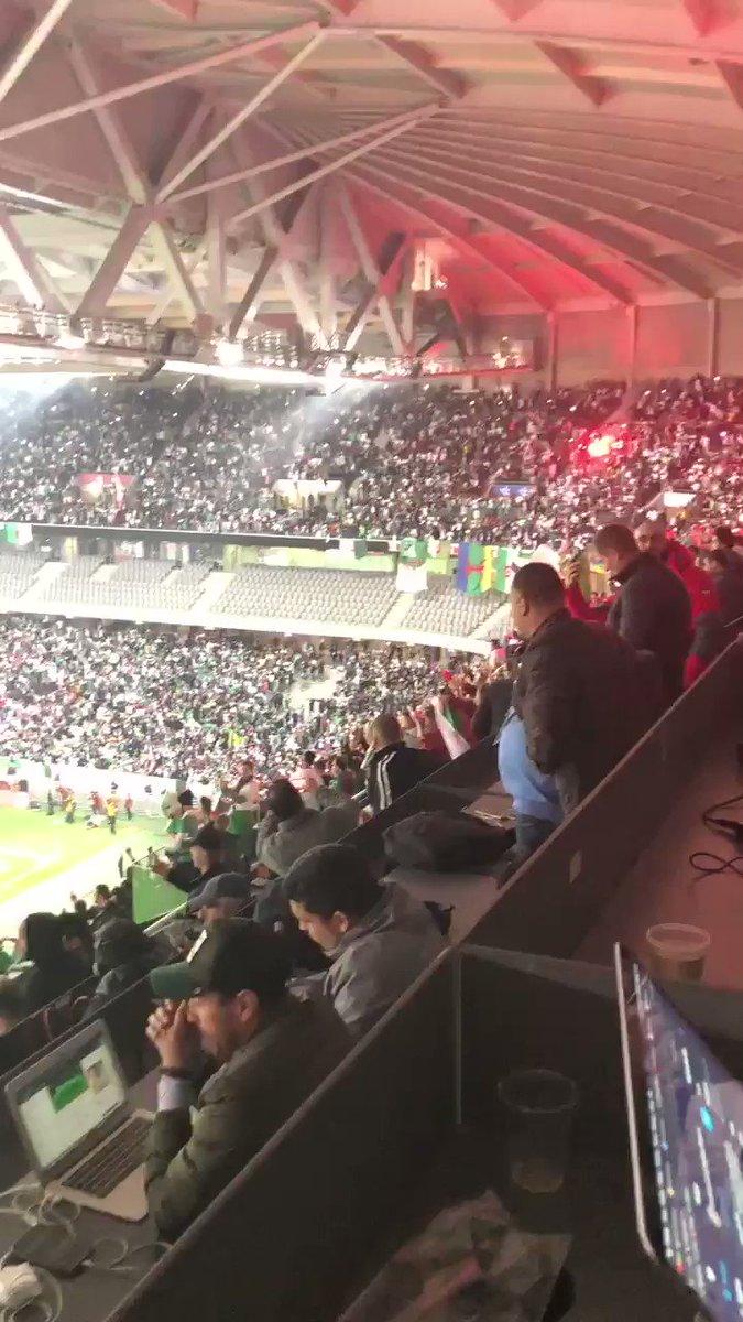 Le joie du public sur le but de Bounedjah #ALGCOL https://t.co/PxsGOB4ACl