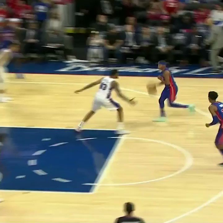 Norvel Pelle had 5 blocks in the 4Q, and the Sixers bench was LOVING it 😆