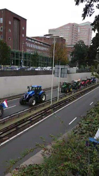 Luchtalarm in Den Haag afgegaan en boeren zijn bij Malieveld gearriveerd met tractors https://t.co/Ngt3JbgR9K