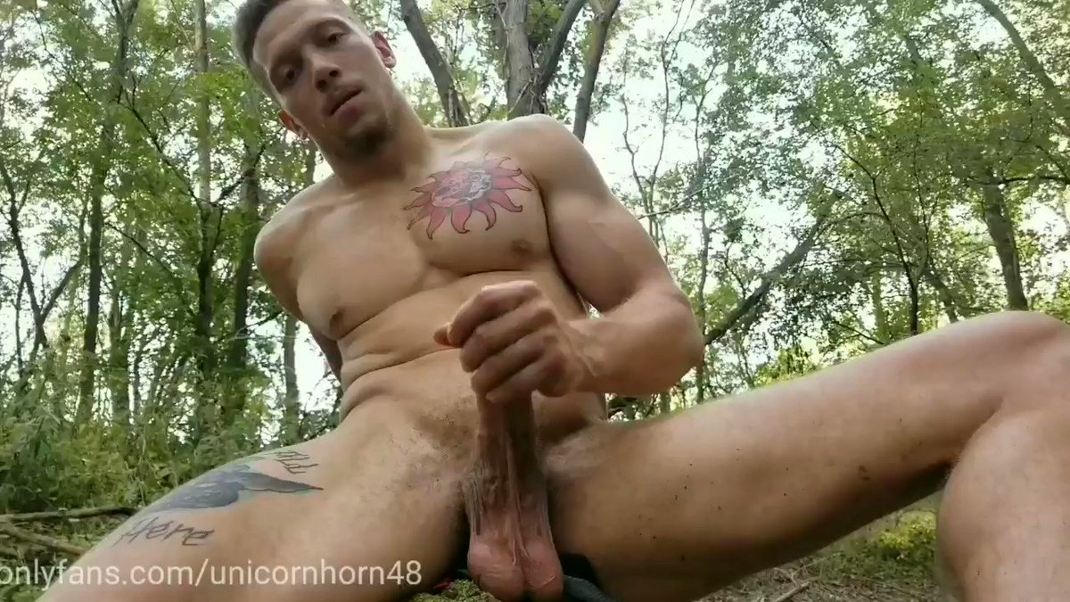 😈 come here and let my balls rest in your mouth while I stroke my dick onlyfans.com/unicornhorn48 #bigdick #muscle #hung #onlyfans #ManyVids #humpday #WednesdayThoughts #outdoor #exhibition