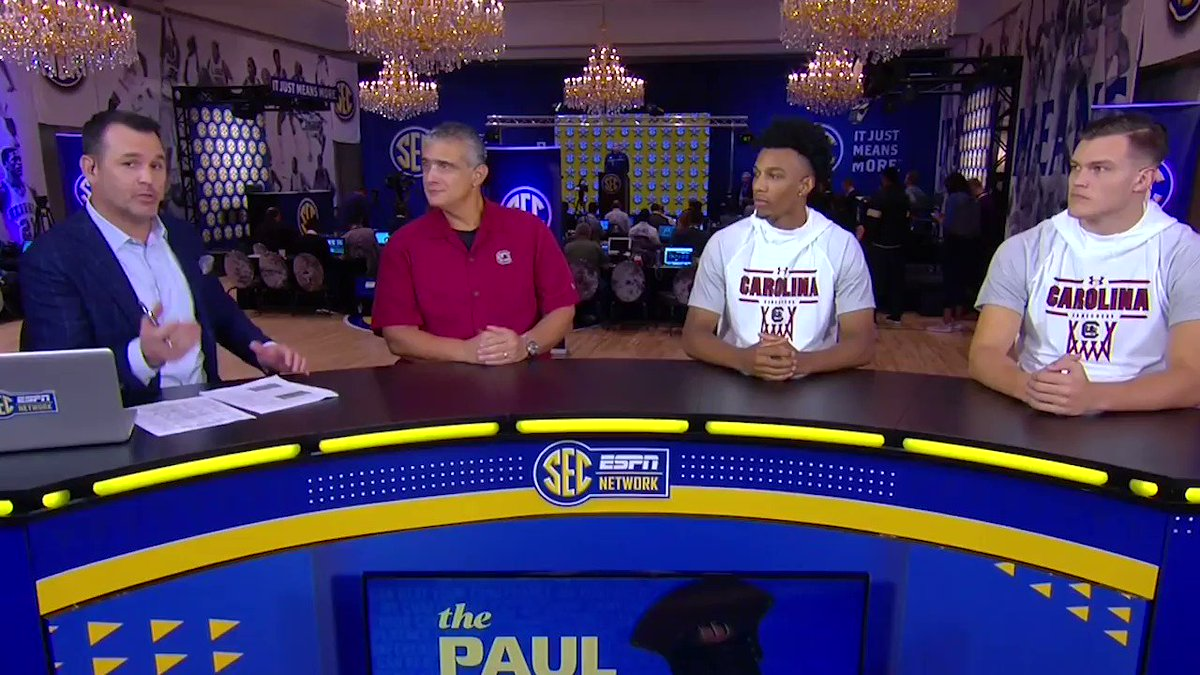 Its all about the glasses for @GamecockFB and @GamecockMBB 🤓 #SECTipoff