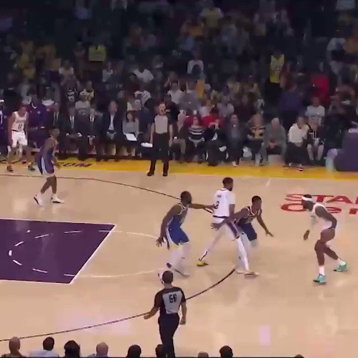 LeBron ➡️ AD ➡️ JaVale 💥  #NBAPreseason