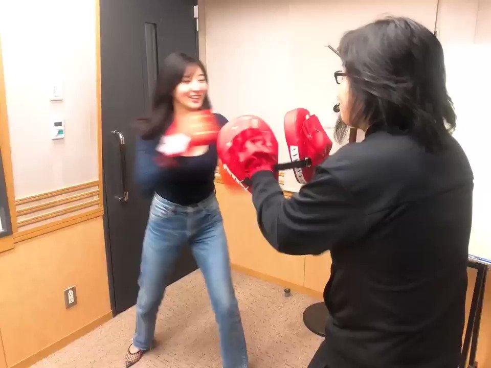 スタジオでキックボクシングやってみましたよ笑最後のはアドリブです😂😂 メールテーマは「あなたが普段している運動」です。  hashire@joqr.netまでお待ちしてます!#福井セリナ @serina_fukui#走れ歌謡曲金曜日 #joqr#3時から生放送