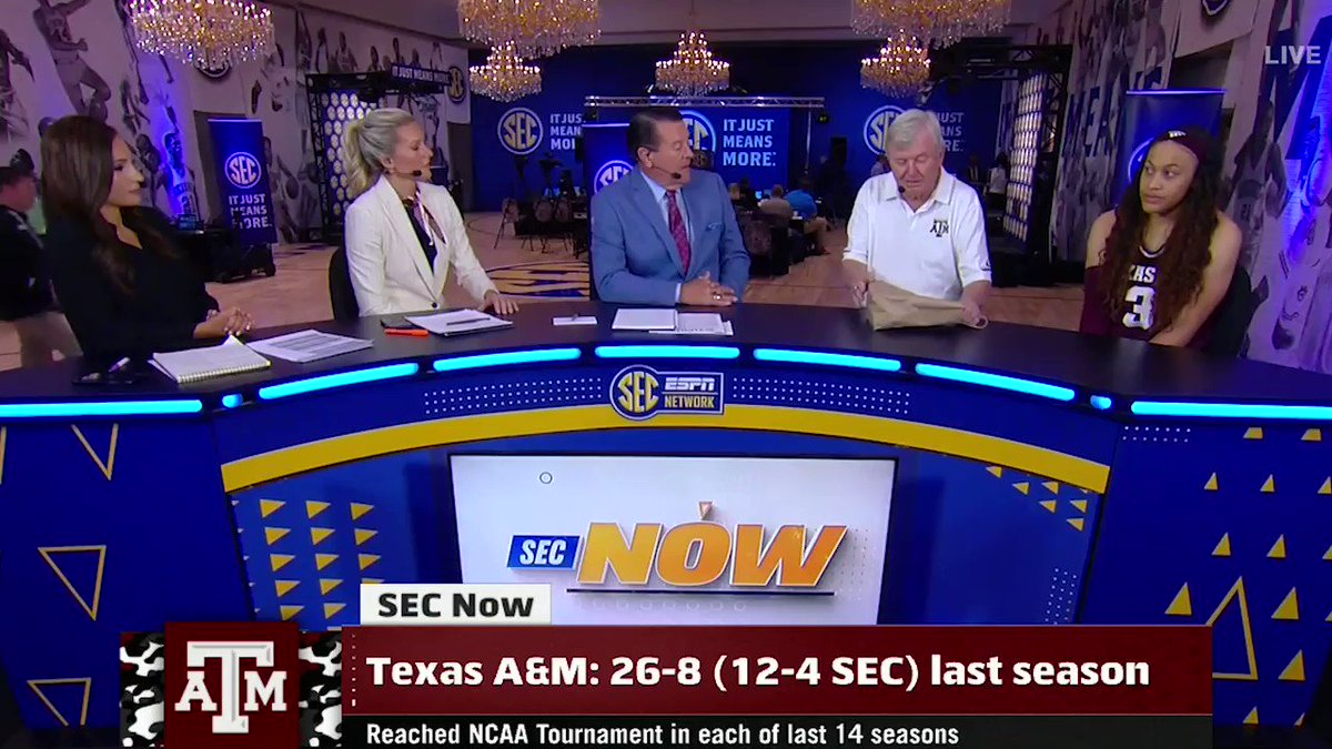 Gary Blair, whyd you have to do Andy Landers like that 🤣#SECTipoff