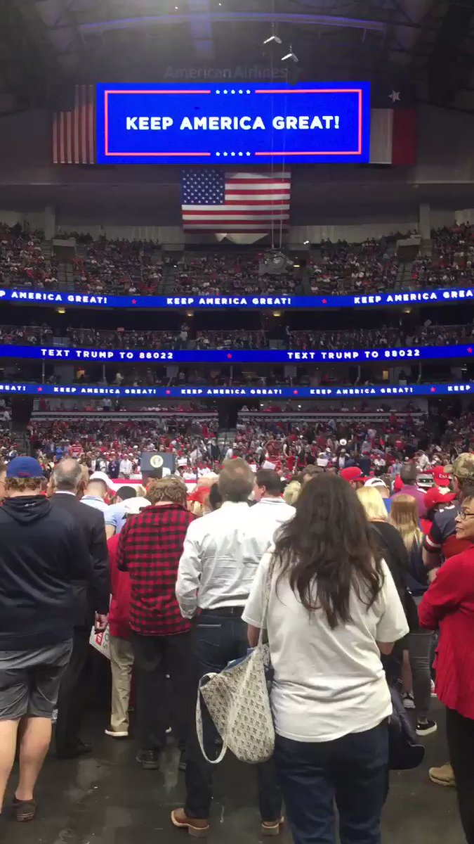 #TrumpRally in Dallas has now reached capacity. All entrances closed at 7:30pm CST.
