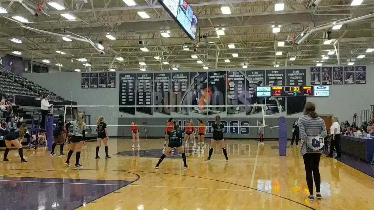 @FHSVolleydogs get the victory against Heritage! #PurpleReign @FayettevilleHS