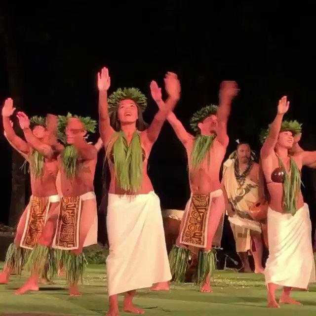 Happy Aloha Friday! #PolyBowl 🤙🏽🌴