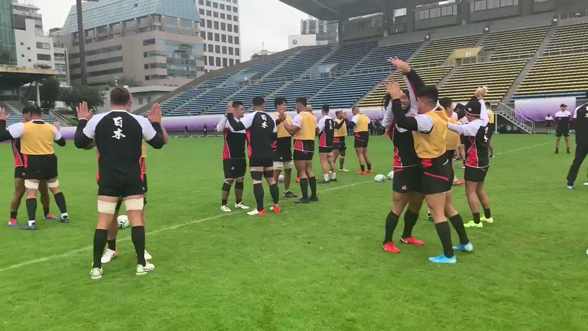 【日本代表】 おはようございます^_^ キャプテンズラン前のウォーミングアップ始まりました🇿🇦🤛🏻 #rugbyjp #OneTeam#BRAVEを届けよう #JPNvRSA #RWC東京