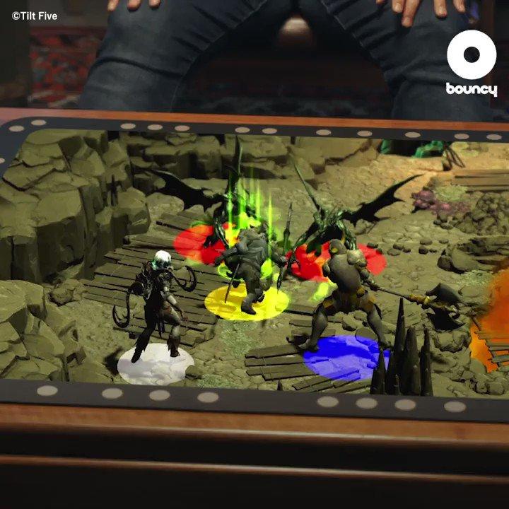 机の上に未知の世界が広がる👏 by @tiltfive 価格や入手方法はこちら👉#AR #ホログラム #ボードゲーム
