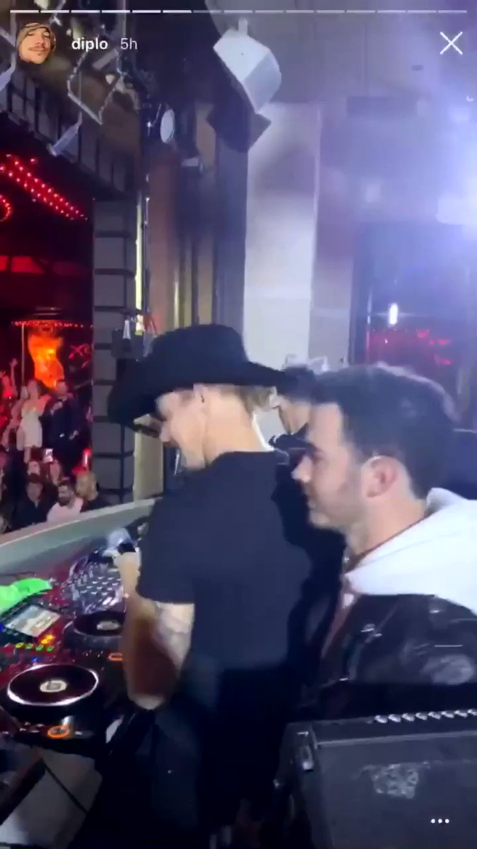 "📹 The Jonas Brothers made a surprise appearance at XS Las Vegas to perform ""Lonely"" with Diplo! (10/18)"
