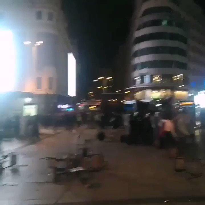 Image for the Tweet beginning: Duros enfrentamientos entre manifestantes y