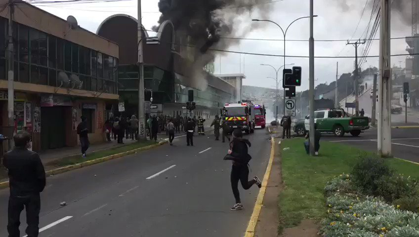 Video de manifestaciones  en la comuna de San Antonio.  Tener precaución  @reddeemergencia @24horasnoticias @Carlos_tmk