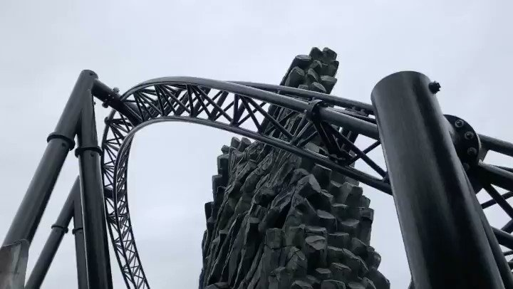 Taron over-bank after the second launch looking all kinds of amazing during testing this morning. #phantasialand #Taron #Blitz #coastersofinstagram #Rollercoaster #Beautypic.twitter.com/hyU48e8CmI