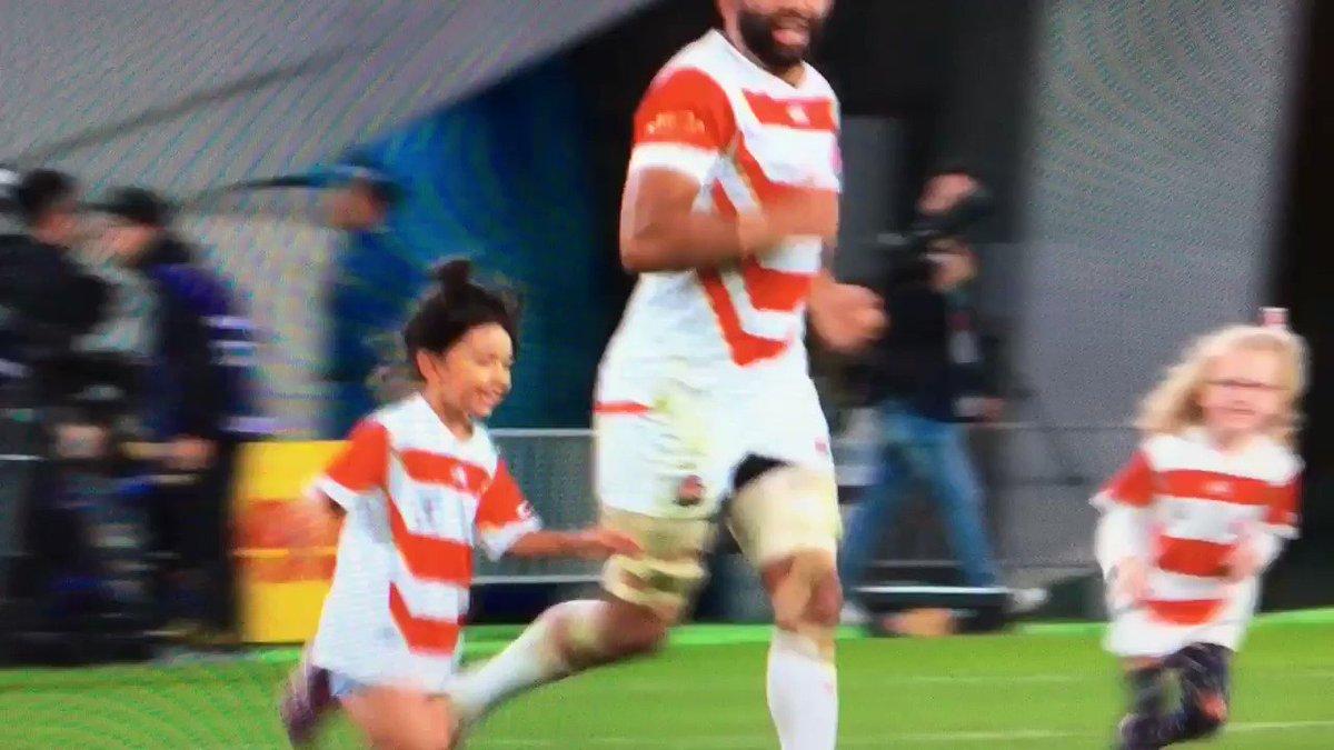 ラグビー熱が覚めやらぬ皆さん、リーチマイケルと娘とトンプソンの子たちがかけっこする登場人物全員天使の動画ですどうぞ #ラグビーワールドカップ  #ラグビー日本代表